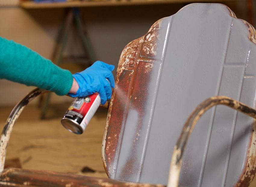 Использование краски в баллончике для окрашивания металлических предметов