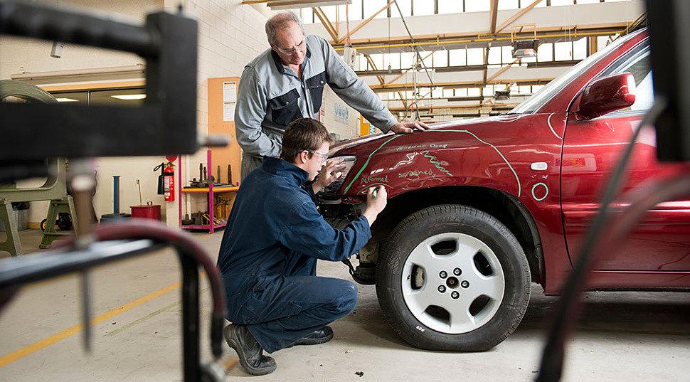 Автомобильная краска по металлу и автоэмали, акриловая шпатлёвка, грунтова и другие автотовары для кузовного ремонта в магазине