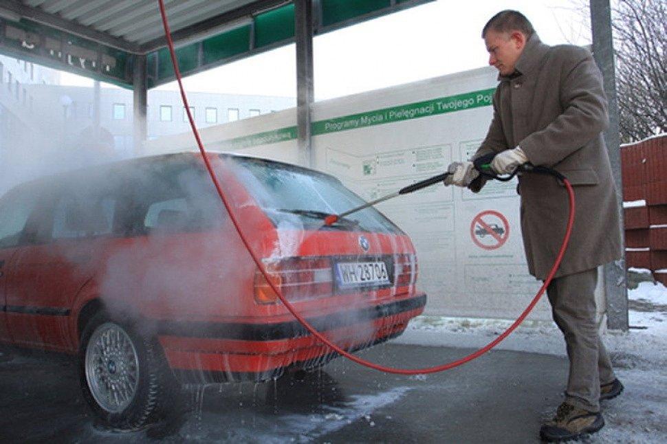 Автоматическая мойка машины зимой: риски для ЛКП